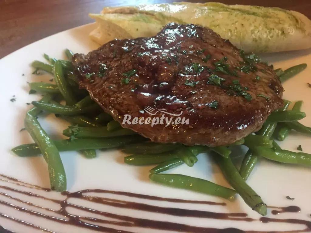 Hovězí steak s fazolkami a celozrnnou bagetkou recept  fitness ...