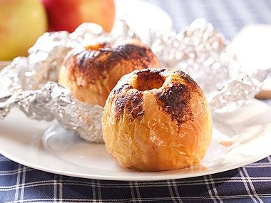 Jablka pečená plněná vlašskými ořechy