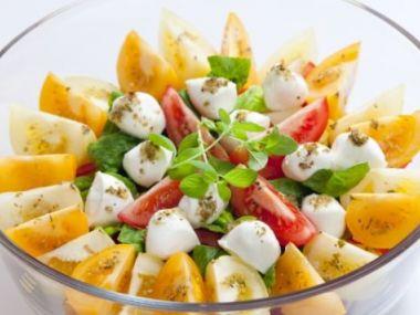 Zeleninový salát s bylinkovým dresinkem