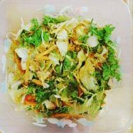 Zeleninový salát s kuřecím masem a dresinkem recept