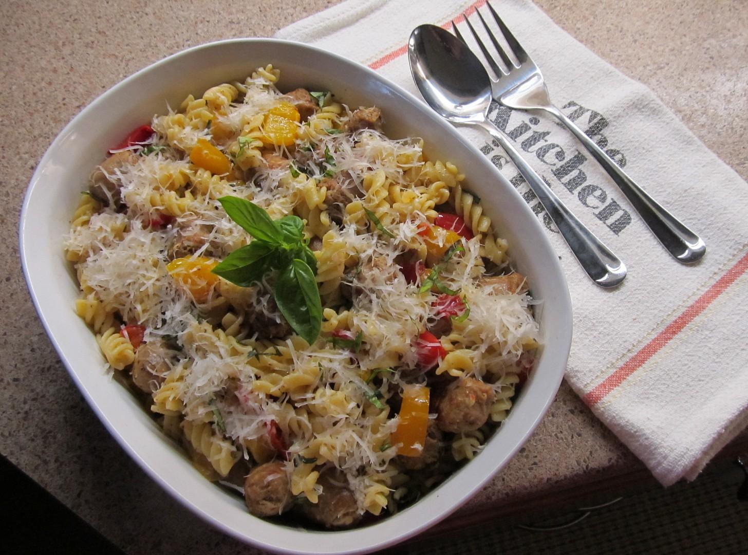 Těstoviny s italskou klobásou a s paprikami recept
