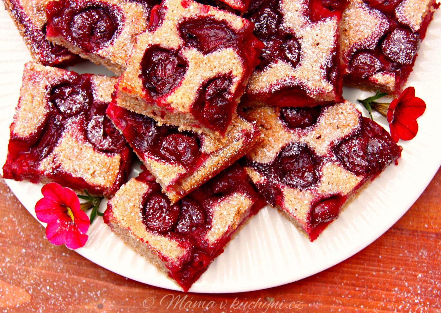 Špaldová bublanina s medem a višněmi recept