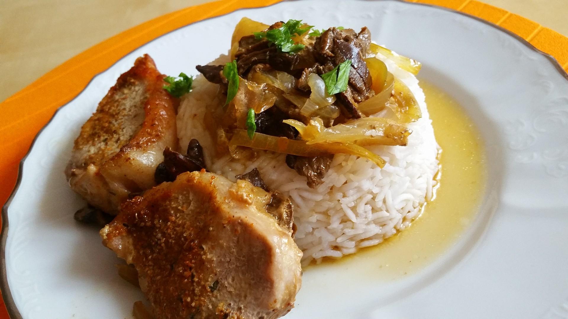 Kotletka na houbách a cibuli s rýži basmati recept