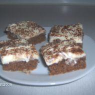 Ořechovo-kakaový piškot s tvarohovým krémem recept