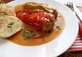 Plněné papriky v pikantní omáčce recept