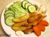 Pikantní pečené brambory s cibulí a česnekem recept
