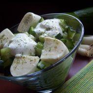 Okurkový salát s mozzarellou recept