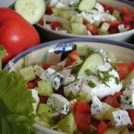 Salát s nivou a jogurtovým dresinkem recept