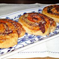 Kakaovo-ořechová kynutá vosí hnízda s kardamomem recept ...
