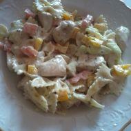 Salát s těstovinami a kuřecím masem recept