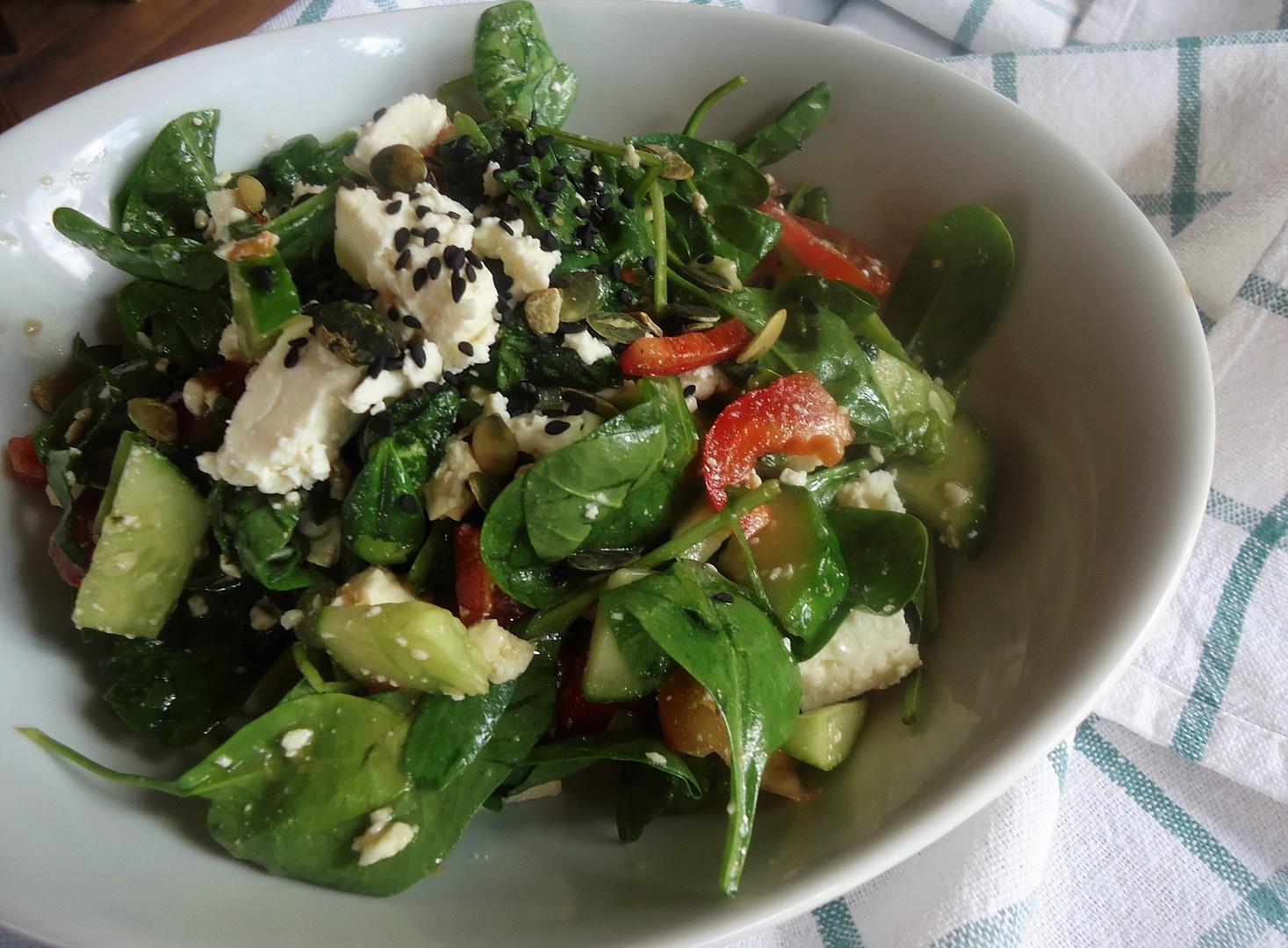 Salát z baby špenátu recept
