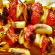Pikantní ražniči v pekáči s novými brambory recept