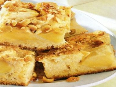 Jablkový koláč s karamelem a arašídy  bio