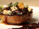 Portobello s karamelizovanou cibulí recept