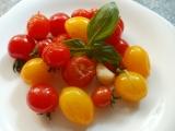 Barevná rajčátka na česnekovém oleji recept