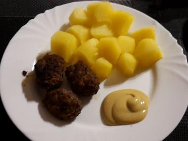 Čevapčiči s hořčicí a bramborem