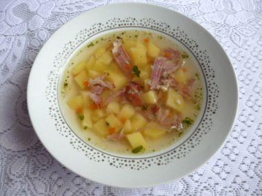 Uzená polévka ze žeber s bramborem