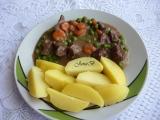 Hovězí kostky s mrkví a hráškem recept