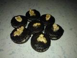 Tmavé koláčky s oříškem recept