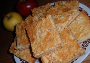Jablečný koláč se smetanovou polevou