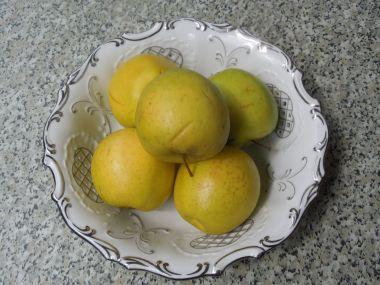 Dezert z jablek, smetany a ořechů