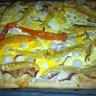 Pizza se slaninou a kozími rohy recept