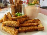 Česnekové chlebové hranolky s ďábelskou omáčkou recept ...