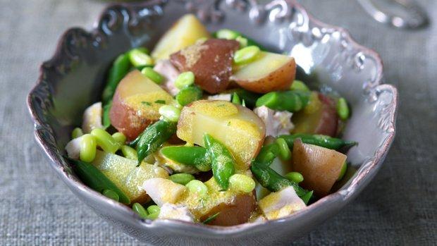 Francouzský bramborový salát s kuřetem