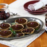Tartaletky s čokoládovým nugátem a višňovým džemem recept ...