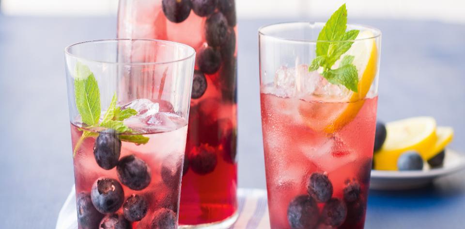 Domácí ledový čaj s borůvkami