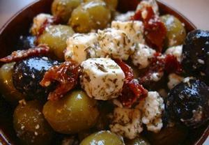 Olivy k vínu