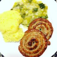 Stočená klobása, křenové brambory a pórková omáčka recept ...