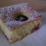 Smetanový koláč se švestkami recept