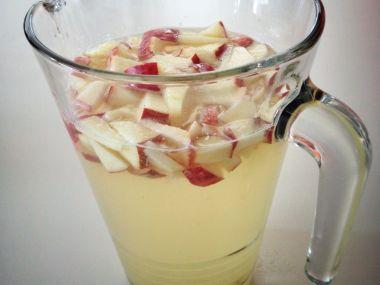 Limonáda z čerstvých jablek a šalvěje