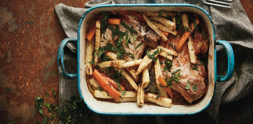 Pečené kotlety s citronovou kůrou, smetanou a mrkvovo-celerovými ...
