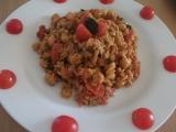 Cizrna s těstovinovou rýží na rajčatech recept