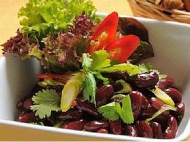 Fazolový pikantní salát