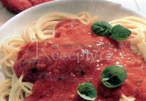 Makaróny s rajčatovou zálivkou
