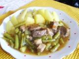 Vepřová plec kořeněná s fazolkami a rajčaty recept