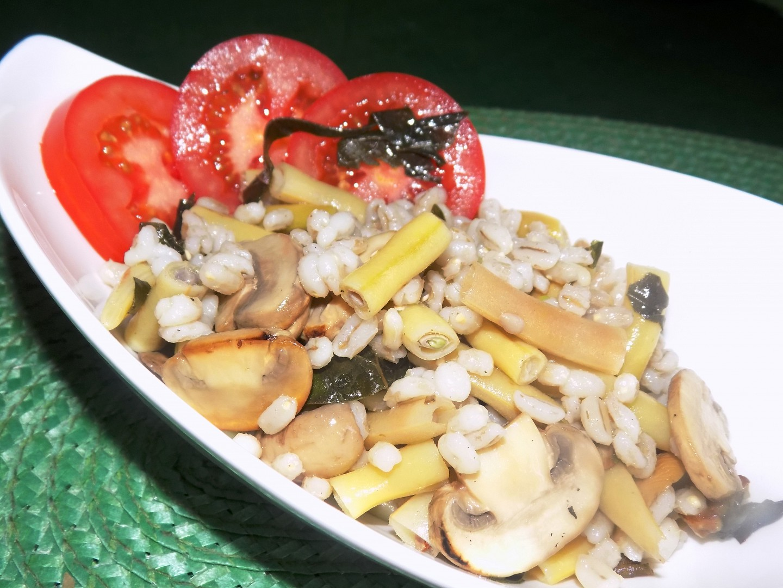 Kroupový salát s fazolkami a žampiony recept