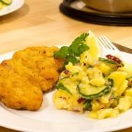 Kuřecí řízek s bramborovo-okurkovým salátem recept