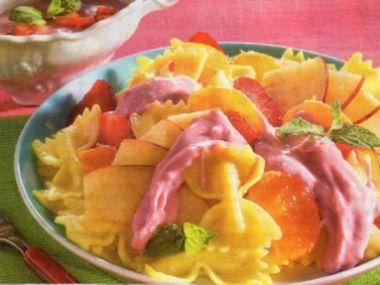 Ovocný salát s těstovinami