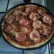 Pizza z nejlepšího nekynutého těsta recept