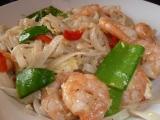 Pad Thai nebo opékané rýžové nudle s krevetami a zeleninou ...