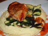 Kuřecí prsa v chilli marinádě s česnekovou cuketou a bramborovo ...