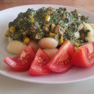 Bramborové noky se špenátem, kukuřicí, masem a rajčaty recept ...