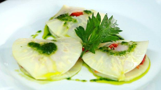 Celerové ravioli plněné pečenou paprikou