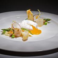 Chřestový salát se zastřeným vejcem recept