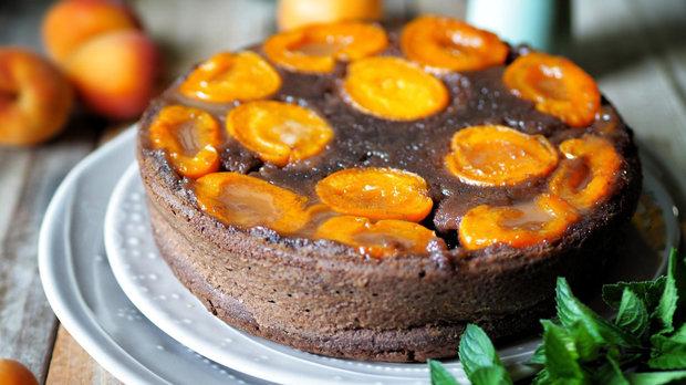 Obrácený koláč s meruňkami