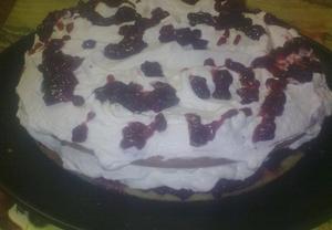 Šlehačkovobrusinkový dort